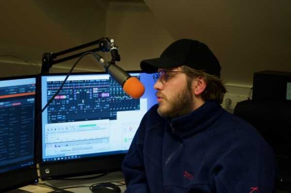 How To Set Up Your Own Online Radio And Earn Money